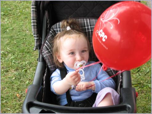 fetedesmascottescyntiajoueauballon